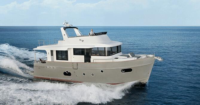 Location BENETEAU Swift Trawler 50 à Ajaccio   www.uni-bateaux.com