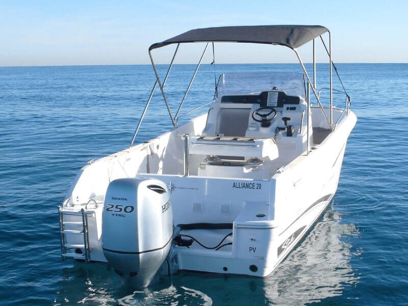Photo du bateau à moteur JEANNEAU Cap Camarat 7.5 CC