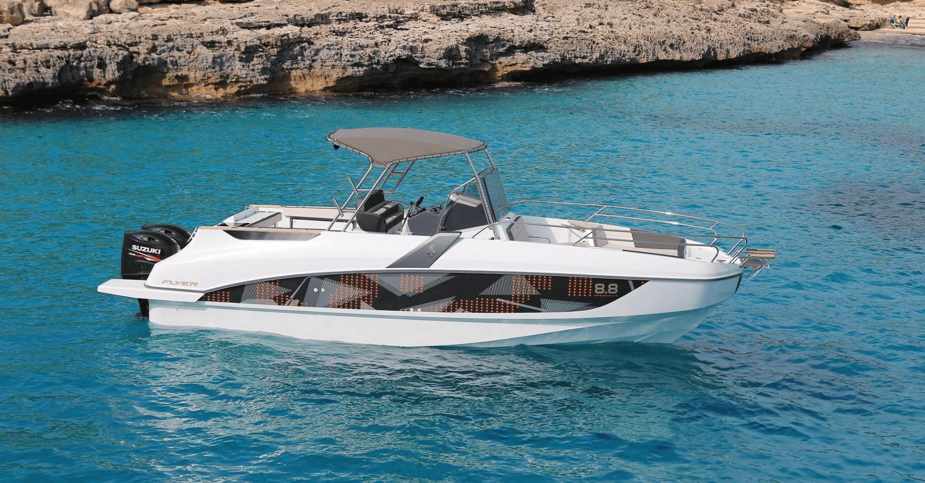 Location BENETEAU Flyer 8.8 SPACEdeck* à Ajaccio | www.uni-bateaux.com