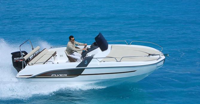 Location BENETEAU Flyer 6 SUNdeck à Ajaccio | www.uni-bateaux.com